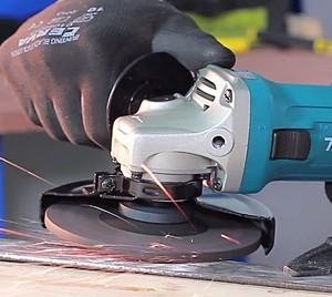 Советы специалистов - чем комплектуются дорогие аккумуляторные углошлифовальные машины (болгарки, УШМ) MAKITA?